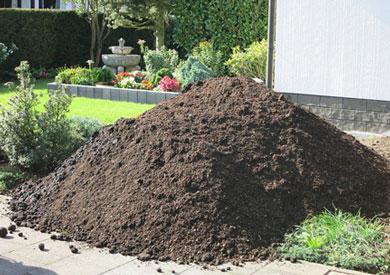 KS Baustoffe: grober Rindenmulch für den Gartenbau